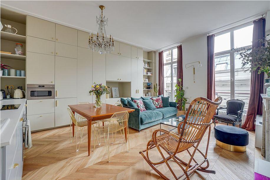 Un appartement haussmannien à la décoration mix & match | Madame Décore
