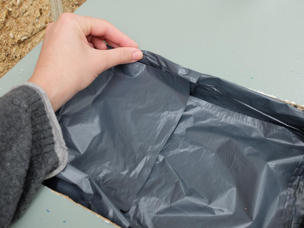 Enlever colle forte sur plastique simple bostik collage de matires plastiques sur tous supports - Comment enlever de la colle forte sur les doigts ...