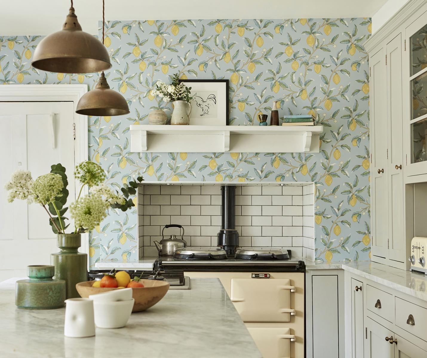 Tendance déco : du papier-peint dans la cuisine  Madame Décore