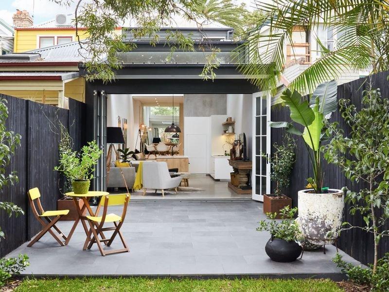 Terrasse noire pour id es claires madame d core for Decoration petite maison