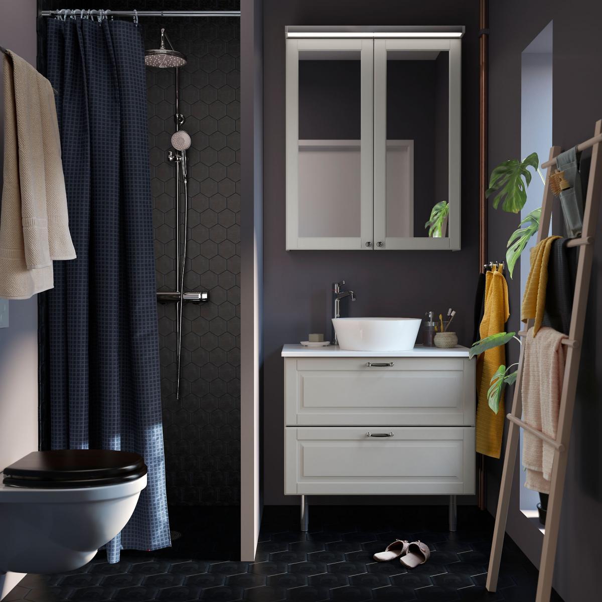 ... Teintes Plus Claires : Blanc, Or, Jaune... Cette Petite Salle De Bain  Signée Ikea Nous Prouve Que Le Mix Fonctionne à Merveille, Vous Ne Trouvez  Pas ?