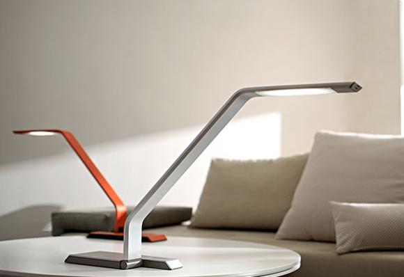 une lampe design pour mon bureau madame d core. Black Bedroom Furniture Sets. Home Design Ideas