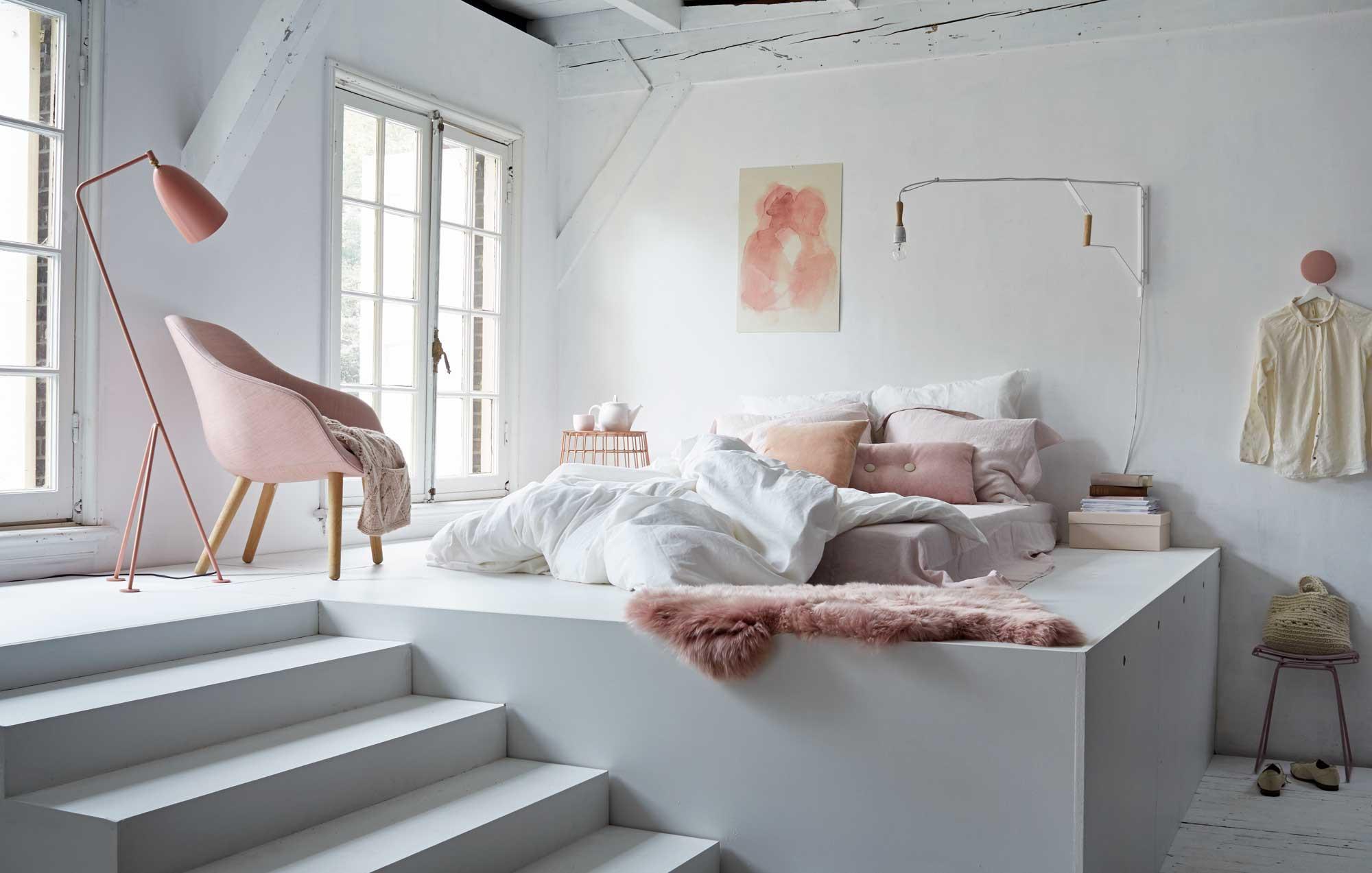 Coin Chambre Dans Petit Salon comment créer un coin nuit dans le séjour ? | madame décore