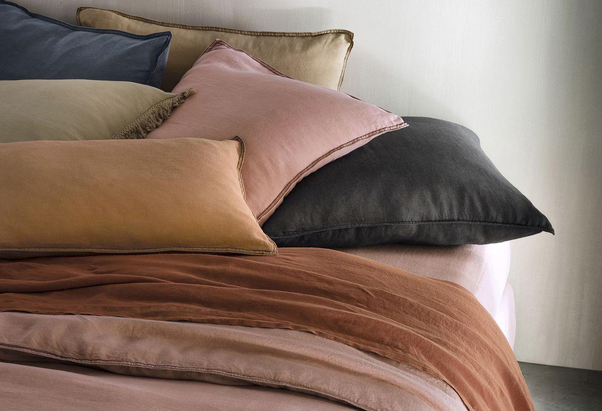 o trouver du linge de lit en chanvre madame d core. Black Bedroom Furniture Sets. Home Design Ideas