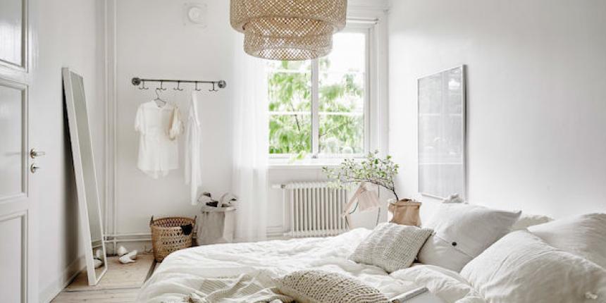 une chambre au look scandinave tr s pur madame d core. Black Bedroom Furniture Sets. Home Design Ideas