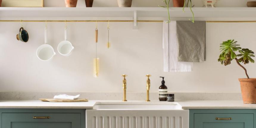 Douce ambiance dans cette cuisine de style campagne-chic ...